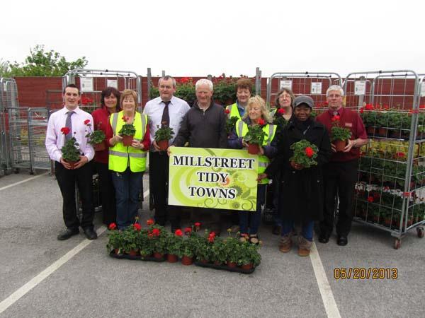 03-David-Brosnan-Denis-Hickey-Joe-Fitzgerald-Supervalu-Staff-and-Millstreet-Tidy-Town-Volunteers.jpg